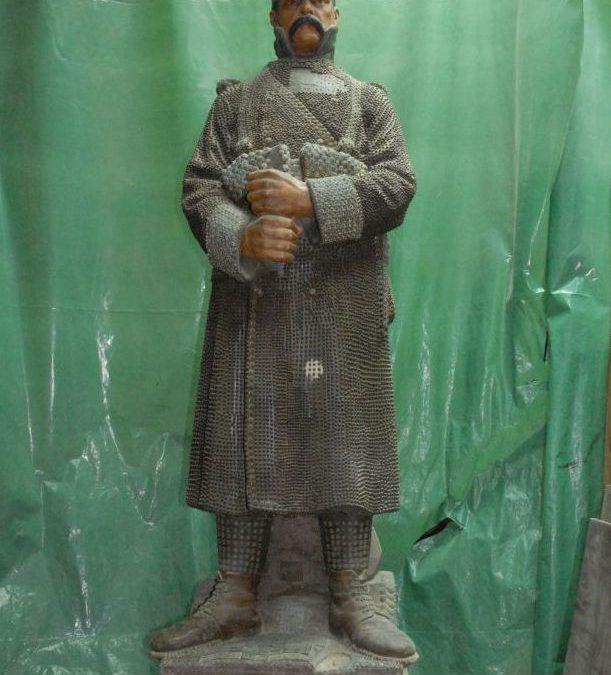 """Drveni kip """"Željezni Domobranac"""""""